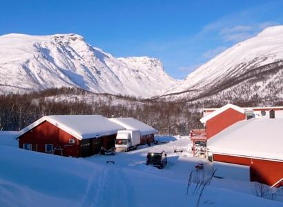 Finnmarkskollektivet i vintersol.