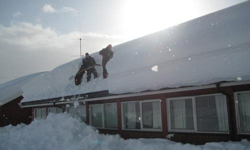 Masse snø på taket på Kollektivet!